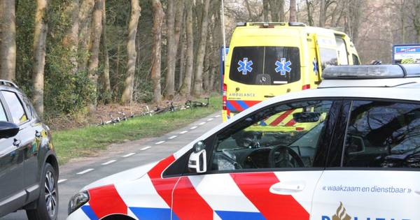 Wielrenners 'zwaar' gewond door ongeluk in Holten.