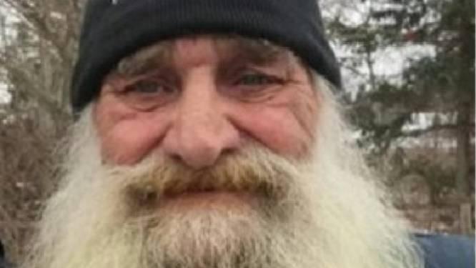 Man scheert met tranen in ogen baard af na 40 jaar. En daar heeft hij ontroerende reden voor