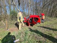 Auto vliegt uit de bocht op A35 bij Borne: bestuurder naar ziekenhuis