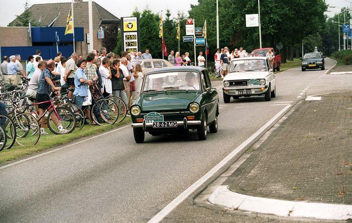 Start van een Hub van Doorne Memorial Run met oude Dafjes in 2000 in Deurne.