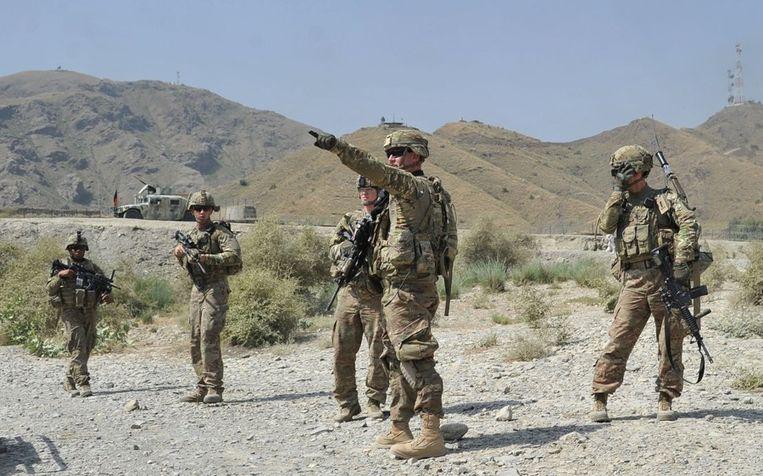 Amerikaanse militairen afgelopen maandag in het Afghaanse Torkham, waar een groep Talibanstrijders een Amerikaanse basis bij de Pakistaanse grens aanviel. Beeld afp
