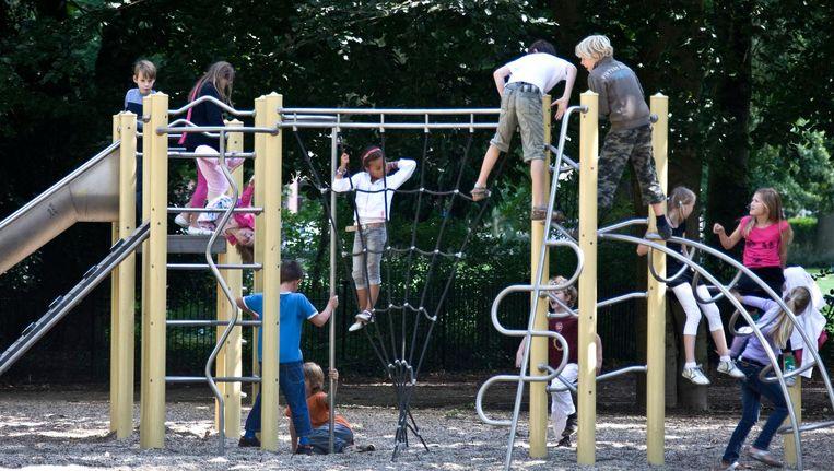 Speeltoestel bij een school in Haarlem Beeld anp