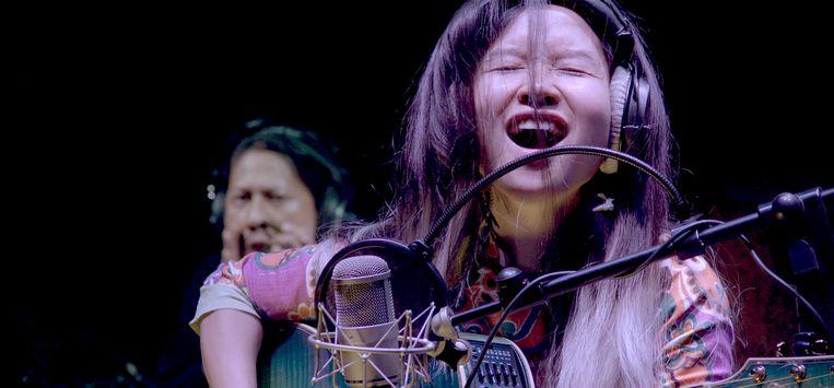 Popzangeres Mai Khoi komt in de problemen met de Vietnamese autoriteiten.   Beeld