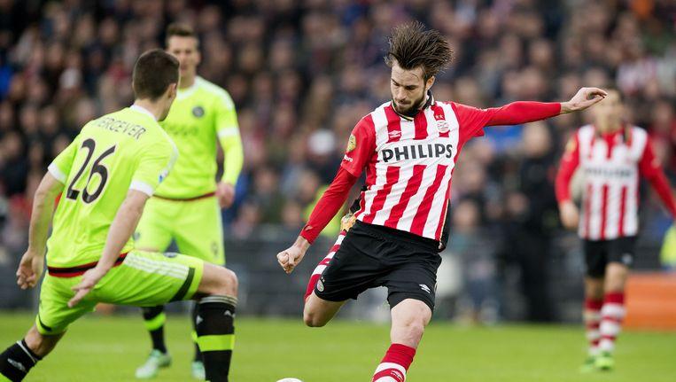 Davy Pröpper in actie tegen Ajax Beeld anp