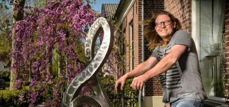 Herman Wansing uit Neede exposeert zijn kunst bij tuinconcerten Wibi Soerjadi