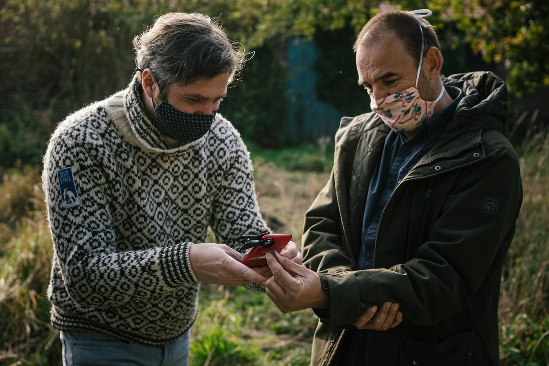 Lieven Scheire en Peter Berx houden in hun boek een pleidooi voor insecten. Beeld Wouter Van Vooren