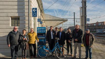 Wacht niet langer op de bus en huur een fiets aan station