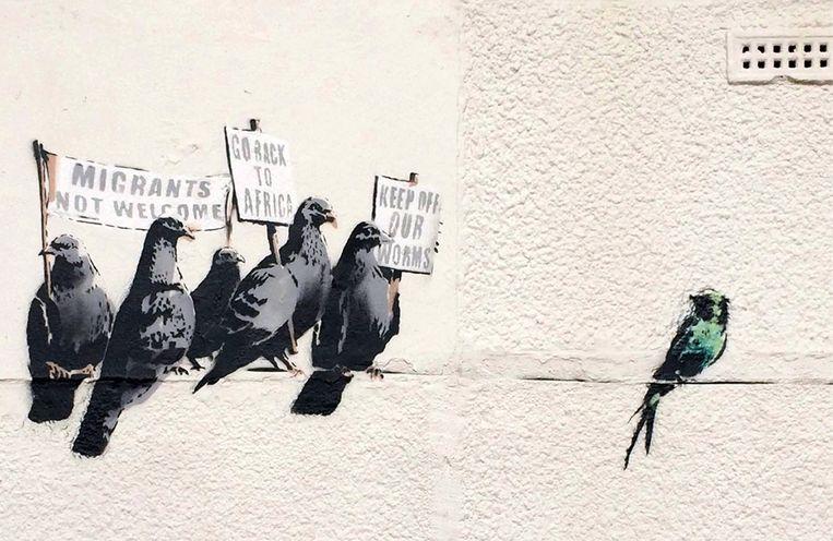 De 'racistische' muurschildering van Banksy in Clacton die na een klacht van een passant werd overschilderd. Beeld null