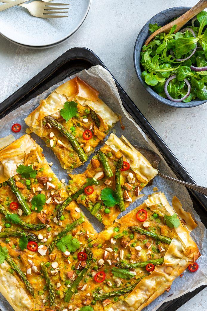 Plaattaart met zoete aardappel en groene asperge
