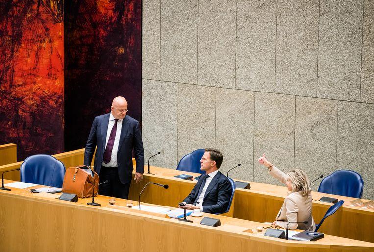 Minister Ferdinand Grapperhaus van Justitie en Veiligheid (CDA), Premier Mark Rutte en Minister Kajsa Ollongren van Binnenlandse Zaken en Koninkrijksrelaties (D66) in de Tweede Kamer tijdens een debat over institutioneel racisme in Nederland.  Beeld Hollandse Hoogte /  ANP