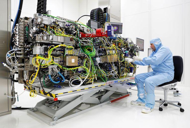 Een CO2-laser van ASML. Het bedrijf verdient goed aan zijn gespecialiseerde machines om chips mee te maken. Beeld REUTERS
