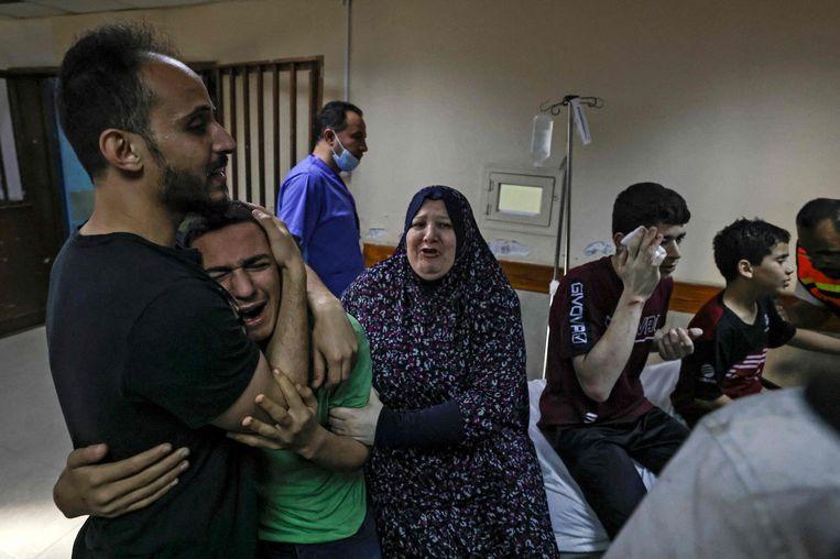 Palestijnse slachtoffers in het al-Shifa-ziekenhuis in Gaza-Stad. Beeld AFP