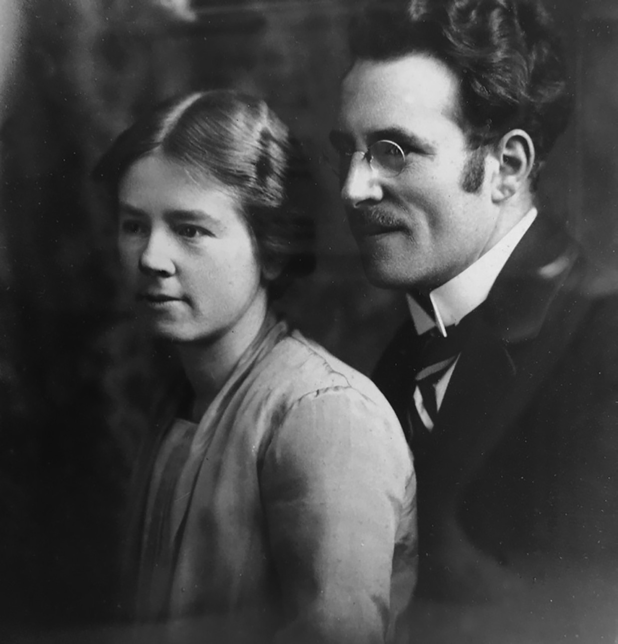 Willem Verhulst en zijn tweede echtgenote, Hermina Wijers. Later zullen de SS'er en zijn pacifistische Mientje 'met getrokken messen tegenover elkaar staan'. Beeld RV