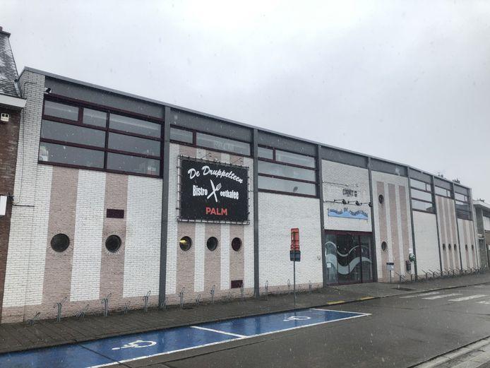 De projectvereniging van zwembad De Druppelteen in Kapelle-op-den-Bos zit een maand lang zonder raad van bestuur.
