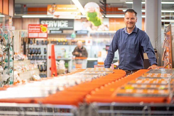 Leon Haanstra in zijn Coop-supermarkt in Nijverdal.