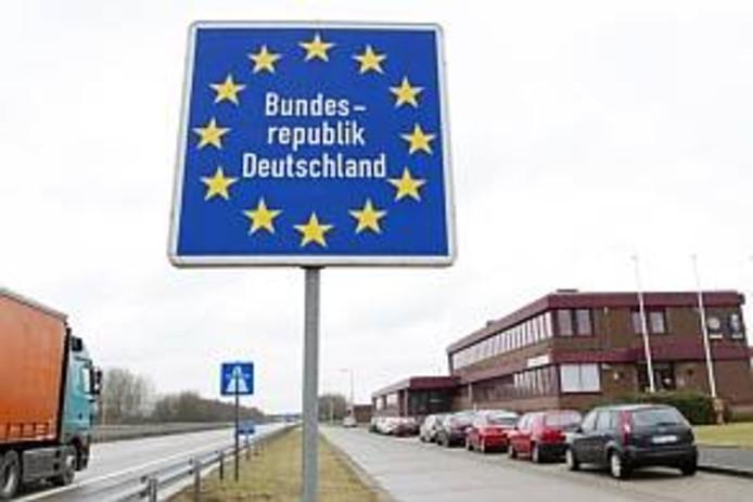 Invoeren van tol voor de Duitse autowegen kan heel wat consequenties hebben, ook voor mensen in de grensregio's. foto Inge van Mill/HH IPTCBron  Hollandse Hoogte