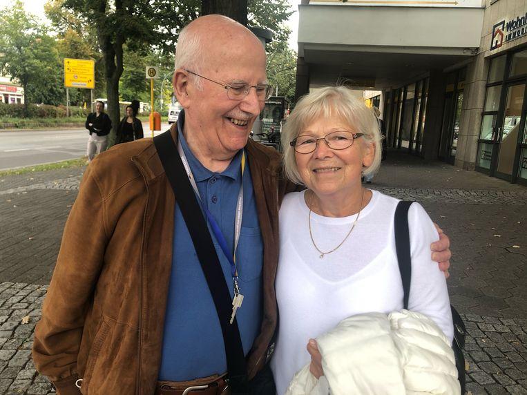 """Günter Böhm en Monika Löffler verbaasden zich zondag over de toespraak van Laschet. """"Ik denk dat hij een biertje teveel op had."""
