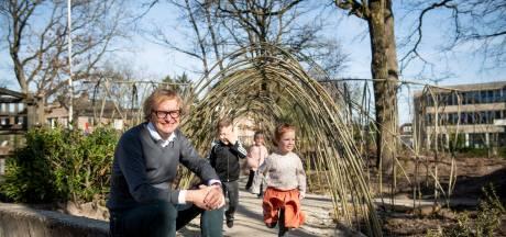 Henk (62) uit Daarlerveen stopt als schooldirecteur vanwege ernstige ziekte van zijn vrouw: 'Maak van leven geen gewoonte'