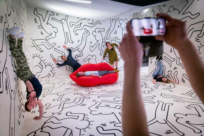 De Akwart Experience in Elst. 'Een merkwaardige verzameling kamers waarin je je kunt laten fotograferen op een manier die alleen voorkomt in je fantasie.'