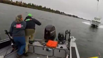 Vissers gooien rustig hengeltje uit, tot ze losgeslagen speedboot wel héél snel op zich af zien komen