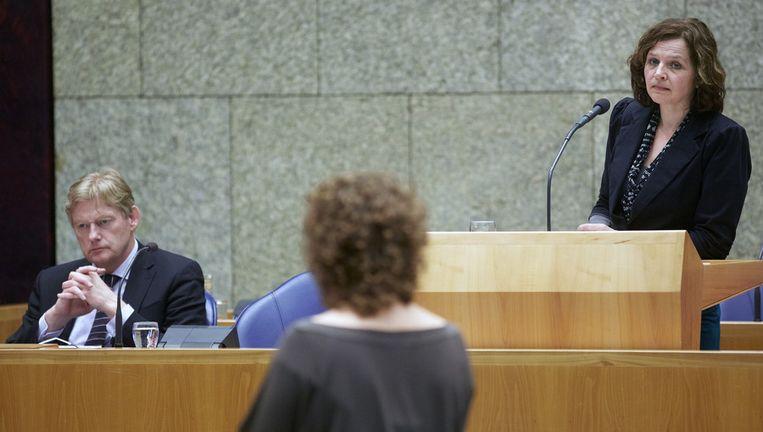 Minister Edith Schippers en staatssecretaris Martin van Rijn van Volksgezondheid in de Tweede Kamer. Beeld anp