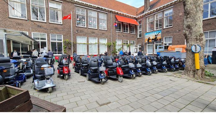De Turks-Islamitische Culturele Stichting Den Haag heeft behoorlijk wat rolstoelen en scootmobielen weten in te zamelen.