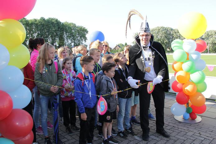 De start van de avondvierdaagse in Millingen aan de Rijn in 2017.