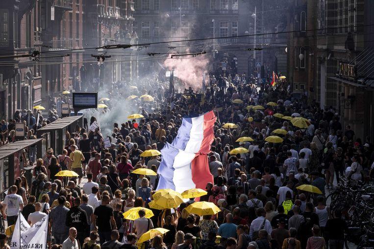 Demonstranten lopen door Amsterdam.  Beeld ANP