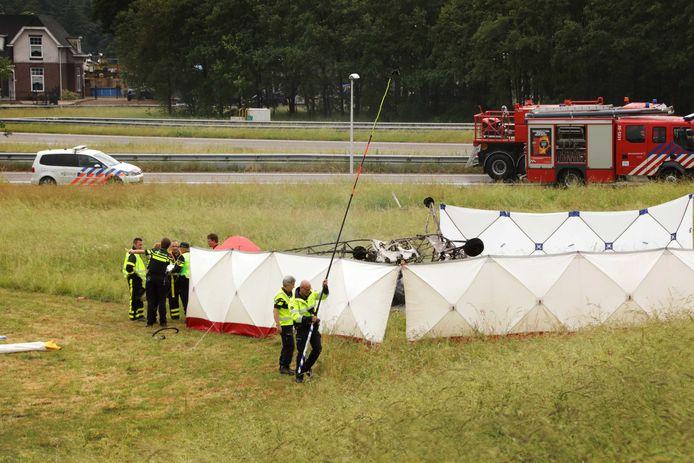 Het sportvliegtuigje stortte neer bij Breda International Airport.