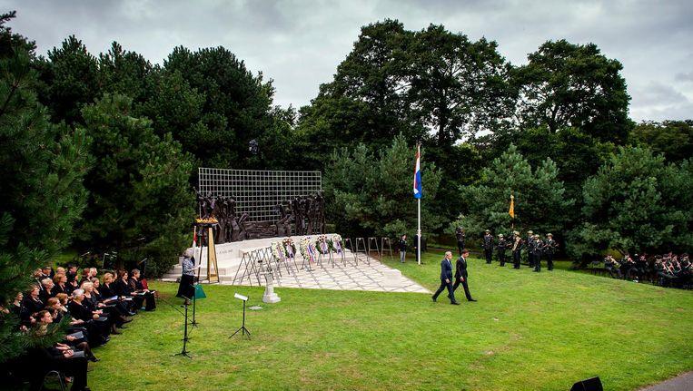 Herdenking bij het Indisch Monument van de Japanse capitulatie, eveneens gelegen in Den Haag. Beeld anp