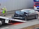 De neus van de wagen werd door de impact volledig ingedeukt.