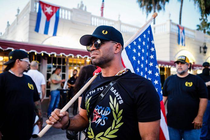 Henry 'Enrique' Tarrio, die beschouwd wordt als de leider van de Amerikaanse rechts-radicale groep Proud Boys, tijdens een demonstratie in Miami.