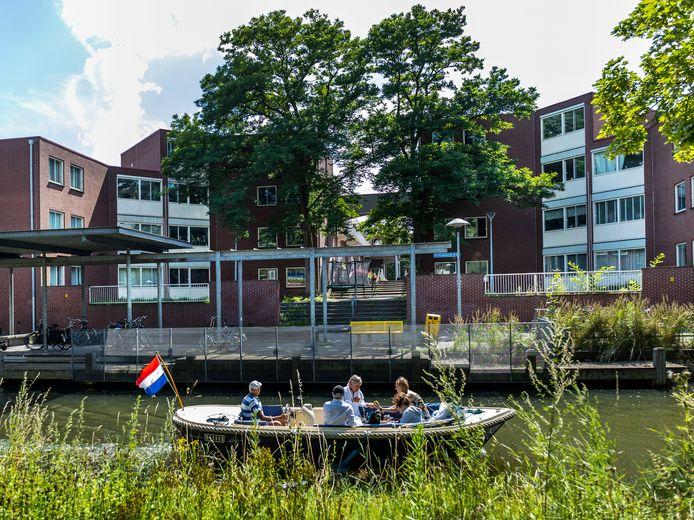 Woningen op de hoek Krommerijn/Waterhoenhof langs de Krommerijn, waar Rene op eenhoog een eenzame dood stierf.