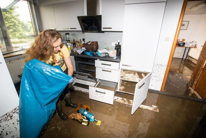Bij Charlotte Conraads (25) in Moelingen stond het water bijna een meter hoog in het huis, met immens veel schade.