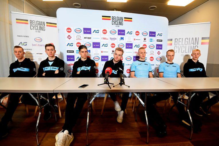 Vlnr: Laurens Sweeck, Toon Aerts, Wout Van Aert, Eli Iserbyt, Tim Merlier, Quinten Hermans en Vanthourenhout Michael.