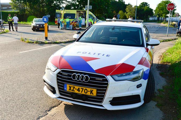 Fietser en automobilist komen met elkaar in botsing op de kruising Heilaarstraat en Baanzicht in Breda.