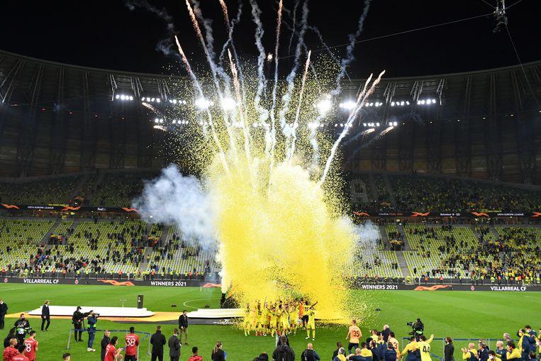 Spelers van Villareal CF vieren hun overwinning van de UEFA Europa League tegen Manchester United in Polen. Beeld EPA
