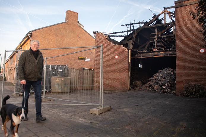 .Uitgebrande schuur aan de Grote Kerkstraat in Raamsdonksveer.