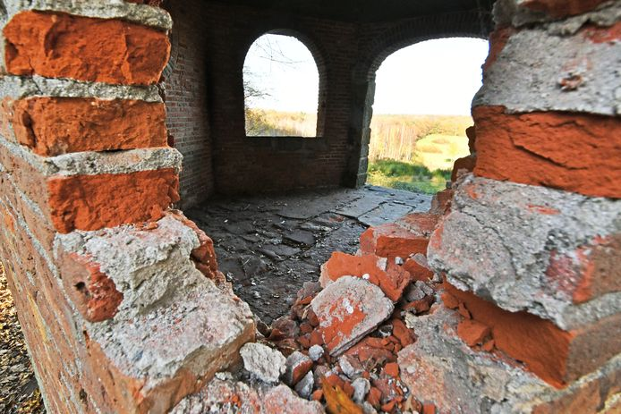 De vernieling aan de koepel op de Tankenberg.