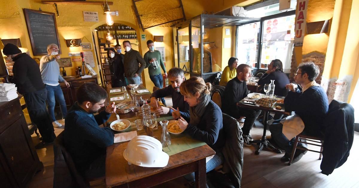Ministerie: Utrechtse proef met heropenen restaurants is niet nodig - AD.nl