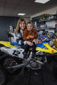 Tienermoeder Richelle uit Noordoostpolder is klaar met alle vooroordelen: 'Ik kan prima voor mijn kind zorgen'