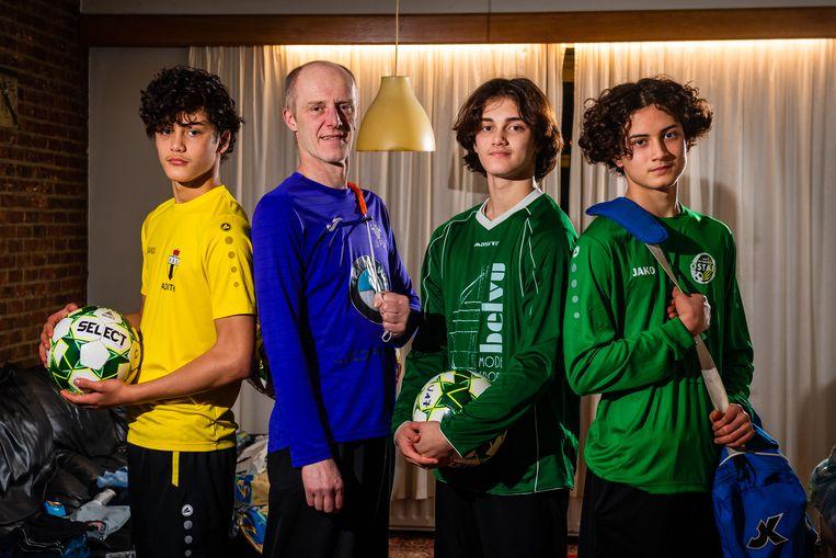 Bob Conix, vader van drie voetballende tieners, betaalde afgelopen zomer 910 euro aan lidgelden. Beeld Gregory Van Gansen / Photo News