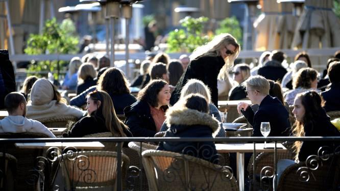 Land dat niet gelooft in lockdowns heeft nu slechtste coronacijfers van heel Europa