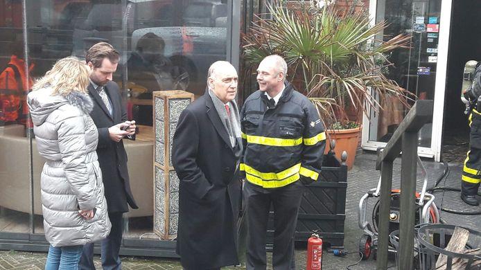 Locoburgemeester Tom de Bruijn bij het Kurhaus.