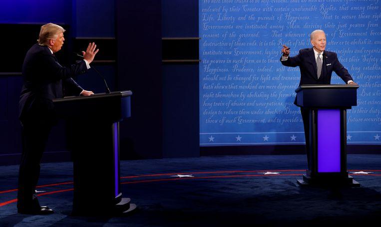 Donald Trump en Joe Biden tijdens hun eerste debat. Beeld REUTERS
