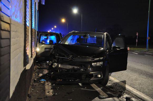 De Tieltsesteenweg werd in beide richtingen afgezet voor de afhandeling van het zware ongeval.