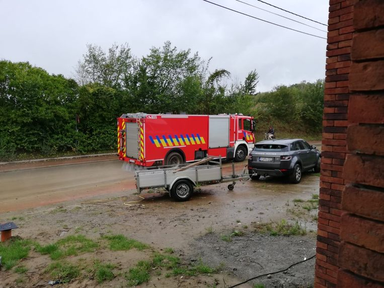 De brandweer kwam ter plaatse om de straten te reinigen