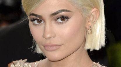 Kylie Jenner toont allereerste beelden van dochter Stormi - al is het alleen een voetje