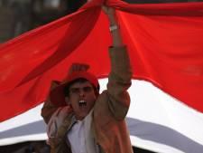 Six militaires tués, l'opposition durcit le ton au Yémen