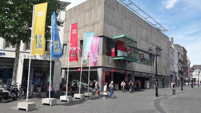 Vlaggen van Theaterfestival Boulevard